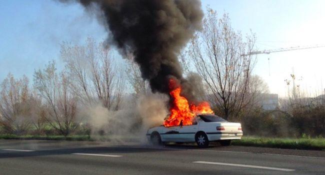 La batterie de cigarette électronique explose, la voiture prend feu — Toulouse