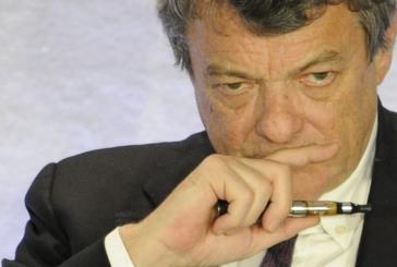 POLITIQUE : Ces personnalités qui fument ou utilisent l'e-cigarette.